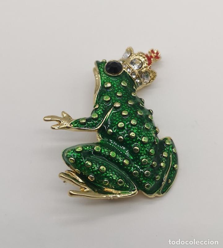 Joyeria: Bello broche de estilo vintage, principe rana con baño de oro, esmaltes y circonitas talla brillante - Foto 3 - 266155783