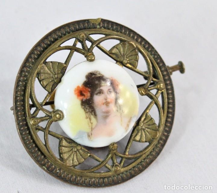 Joyeria: Precioso broche con central de camafeo de porcelana, bronce Ligero, Art Nouveau fines s XIX - Foto 2 - 177474525