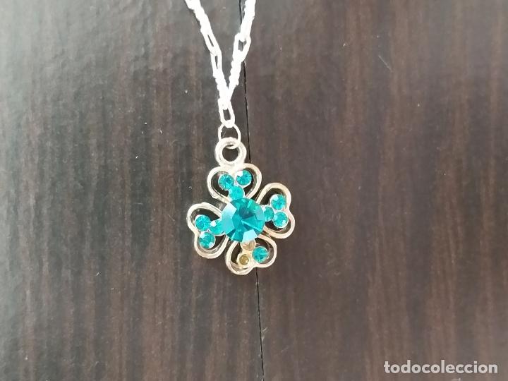 Joyeria: Cadena plateada con colgante. Flor con piedras en azul turquesa. Cadena.36 cm. Colgante 2 cm. - Foto 4 - 177586614