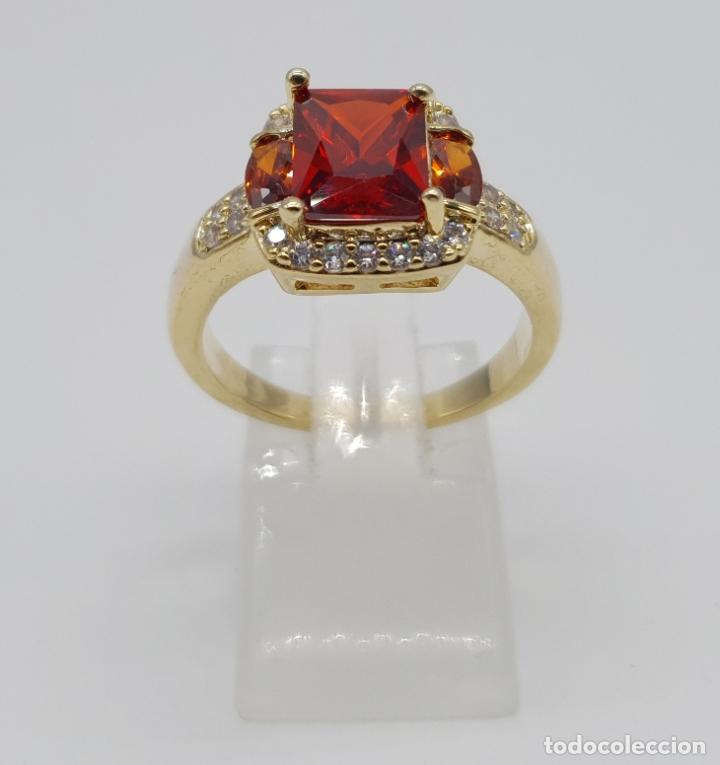Joyeria: Elegante anillo vintage de estilo art decó chapado en oro de 18k, circonitas y rubis creados . - Foto 2 - 177952190