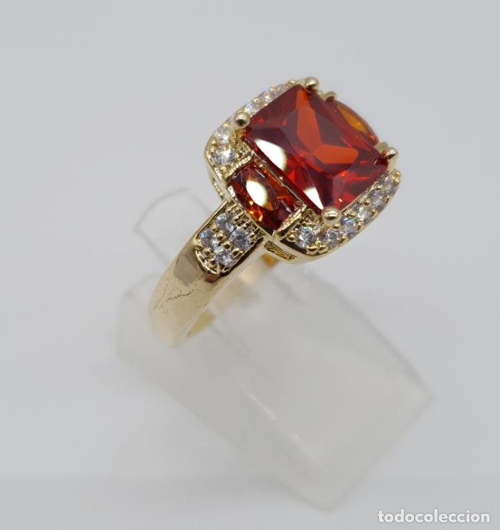Joyeria: Elegante anillo vintage de estilo art decó chapado en oro de 18k, circonitas y rubis creados . - Foto 3 - 177952190