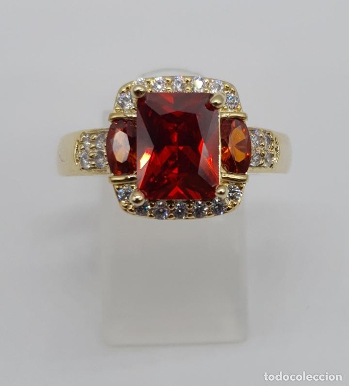Joyeria: Elegante anillo vintage de estilo art decó chapado en oro de 18k, circonitas y rubis creados . - Foto 4 - 177952190
