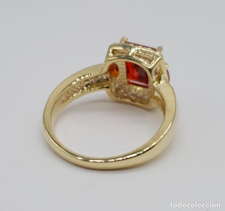 Joyeria: Elegante anillo vintage de estilo art decó chapado en oro de 18k, circonitas y rubis creados . - Foto 5 - 177952190