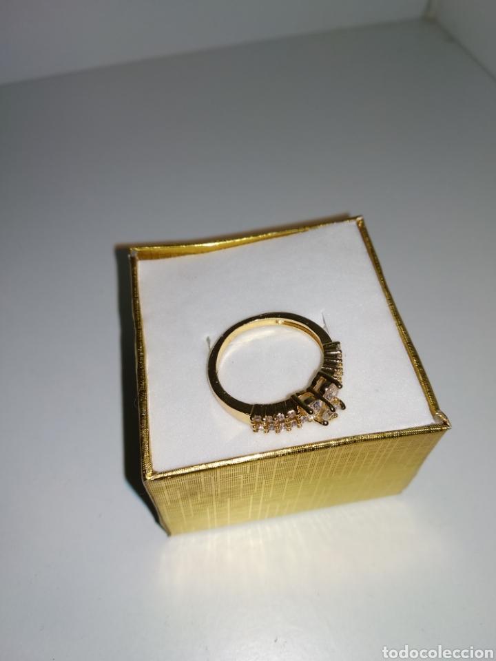 Joyeria: Anillo de oro laminado con piedras artificiales, - Foto 3 - 178717173