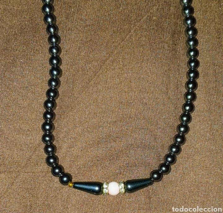 Joyeria: Collar perlas negras 34 cuentas negras 1 y una central rosa con 2 arillos con piedras brillantes - Foto 3 - 178829961