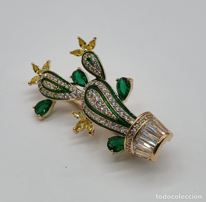 Joyeria: Elegante broche de lujo, cactus chapado en oro de 18k, circonitas, esmaltes, y pedrería engarzada . - Foto 2 - 179016108