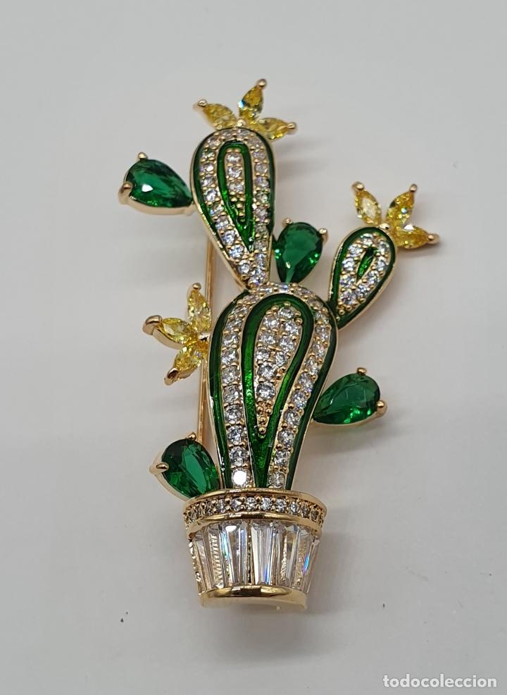 Joyeria: Elegante broche de lujo, cactus chapado en oro de 18k, circonitas, esmaltes, y pedrería engarzada . - Foto 3 - 179016108
