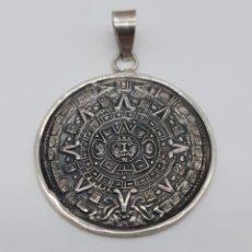 Joyeria: IMPRESIONANTE MEDALLÓN DE CALENDARIO SOLAR AZTECA BELLAMENTE REPUJADO Y CINCELADO A MANO .. Lote 179034190