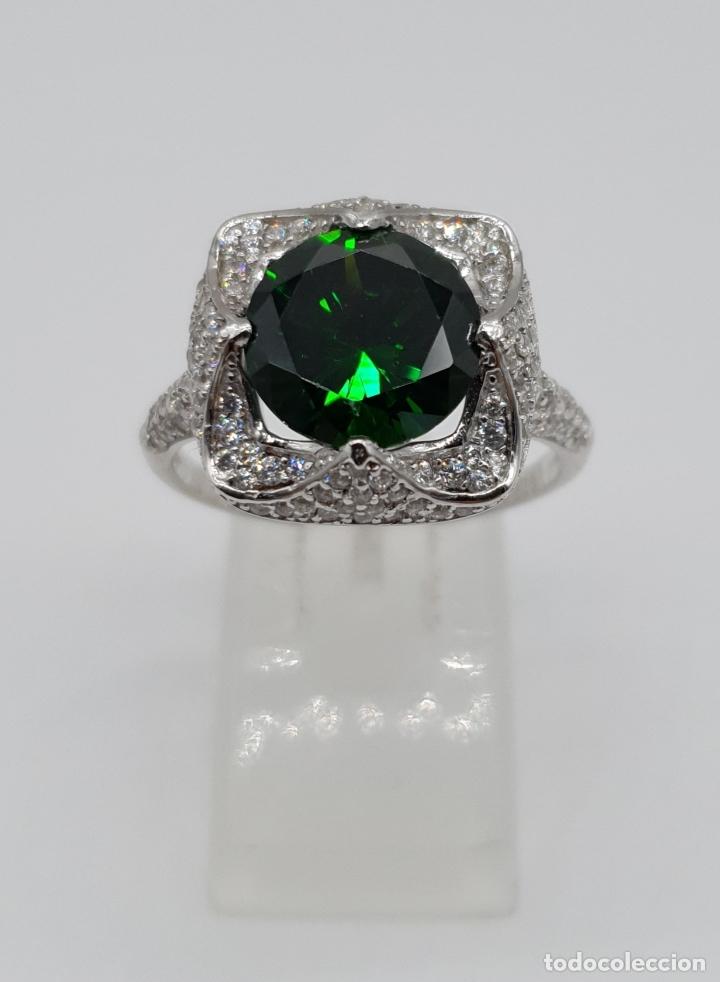 Joyeria: Impresionante anillo de lujo en plata de ley contrastada, pavé de circonitas y esmeralda creada . - Foto 2 - 179039402