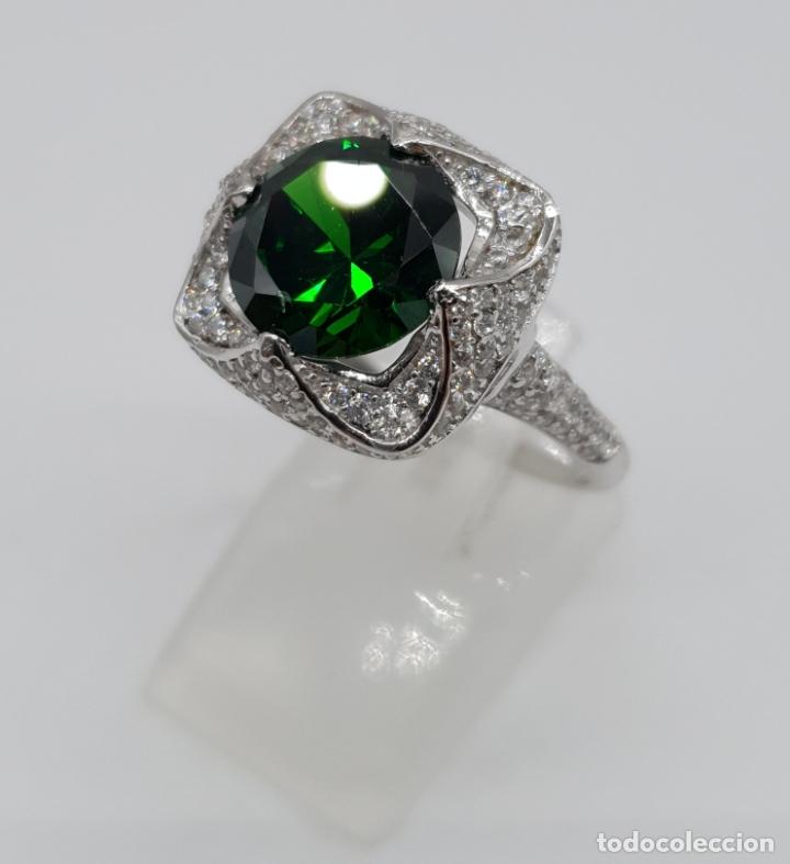 Joyeria: Impresionante anillo de lujo en plata de ley contrastada, pavé de circonitas y esmeralda creada . - Foto 3 - 179039402