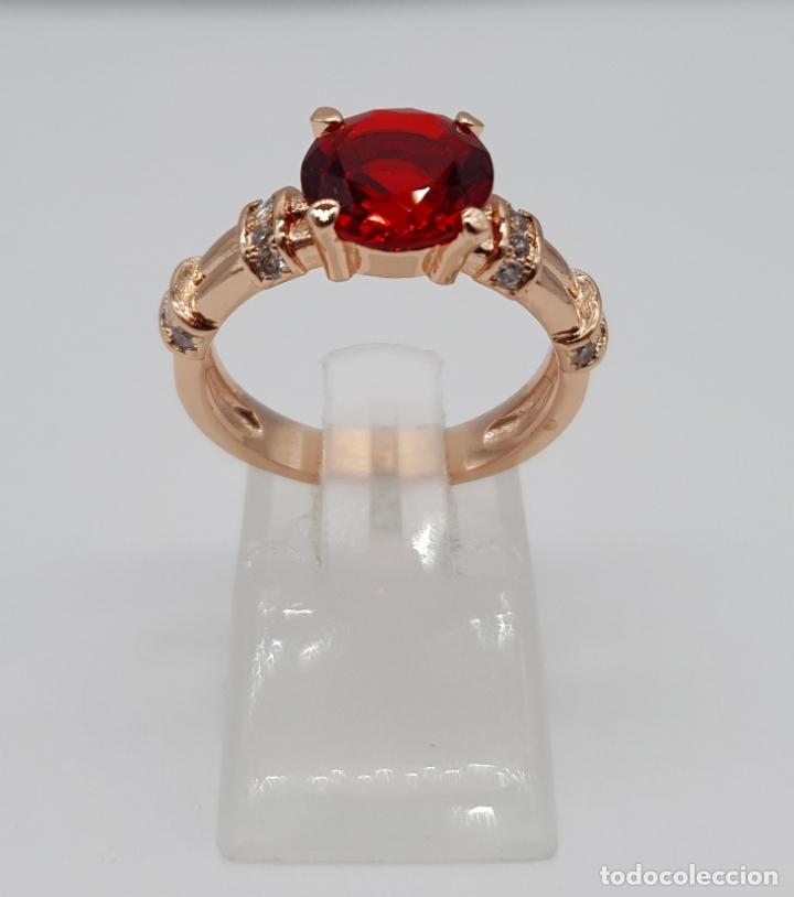 Joyeria: Elegante sortija vintage chapada en oro rosa de 18k, circonitas talla brillante y rubí creado . - Foto 4 - 199248891