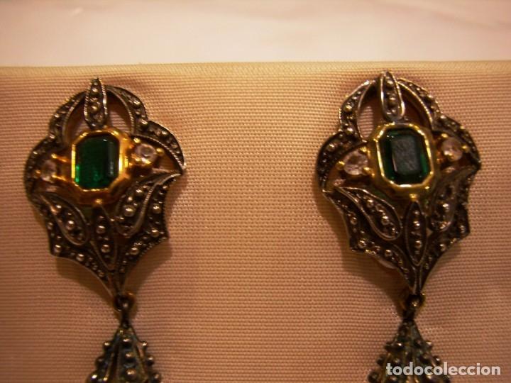Joyeria: Pendientes largos vintage piedra verde, circonios, chapado oro, cierre omega, Nuevos sin usar. - Foto 4 - 180458408