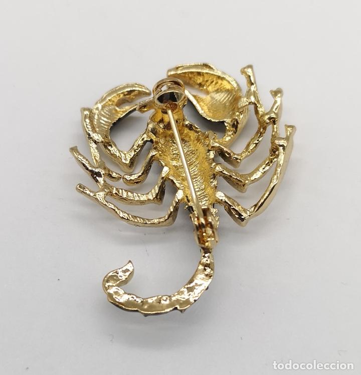Joyeria: Elegante broche de escorpión de estilo gótico con acabados en oro y esmalte negro . - Foto 5 - 180864167