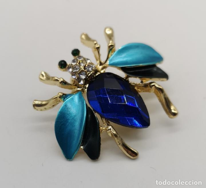 Joyeria: Elegante broche con forma de insecto, acabados en oro, esmaltes y cristal austriaco facetado . - Foto 3 - 180865626