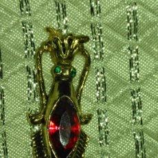 Joyeria: COLGANTE CON FORMA CALAMAR 4,1 CM DE LARGO APROXIMADAMENTE TIENE ROTO EL ARITO DE COLGAR. Lote 182037836