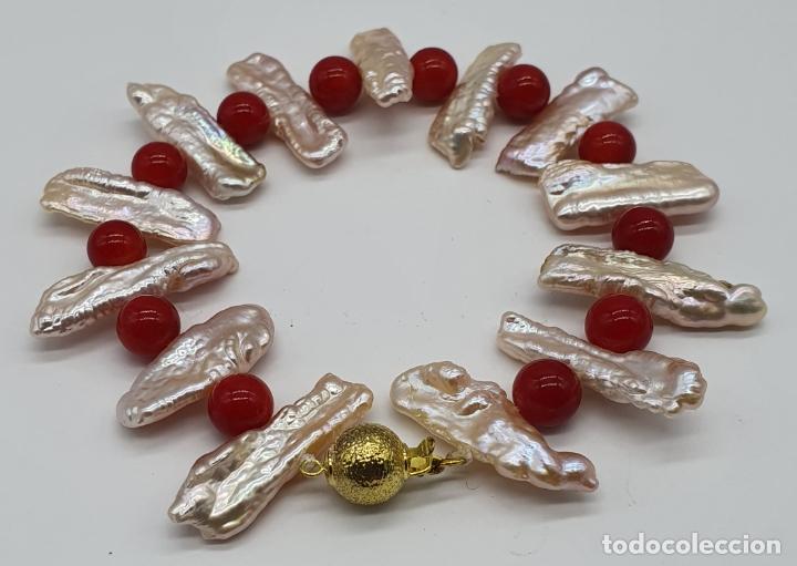 Joyeria: Magnífica pulsera vintage en perlas barrocas autenticas y cuentas de coral, cierre chapado en oro . - Foto 3 - 182084935