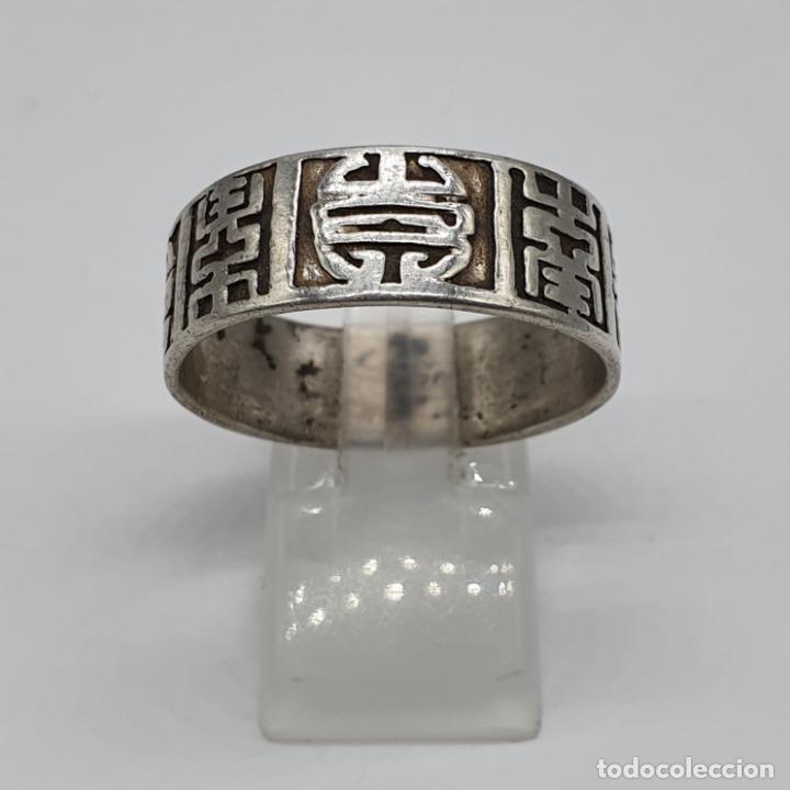 Joyeria: Anillo antiguo para caballero en plata de ley contrastada con motivos orientales cincelados a mano . - Foto 2 - 182287506
