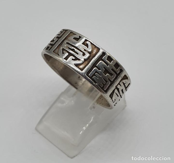 Joyeria: Anillo antiguo para caballero en plata de ley contrastada con motivos orientales cincelados a mano . - Foto 3 - 182287506