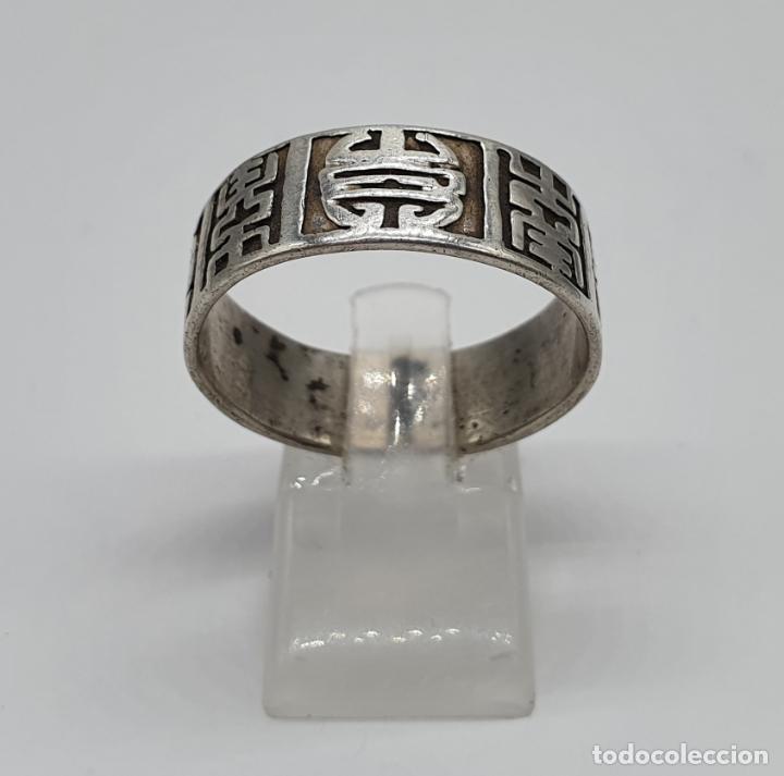 Joyeria: Anillo antiguo para caballero en plata de ley contrastada con motivos orientales cincelados a mano . - Foto 4 - 182287506