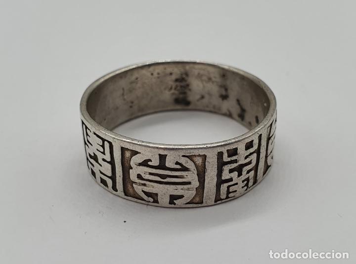 Joyeria: Anillo antiguo para caballero en plata de ley contrastada con motivos orientales cincelados a mano . - Foto 5 - 182287506