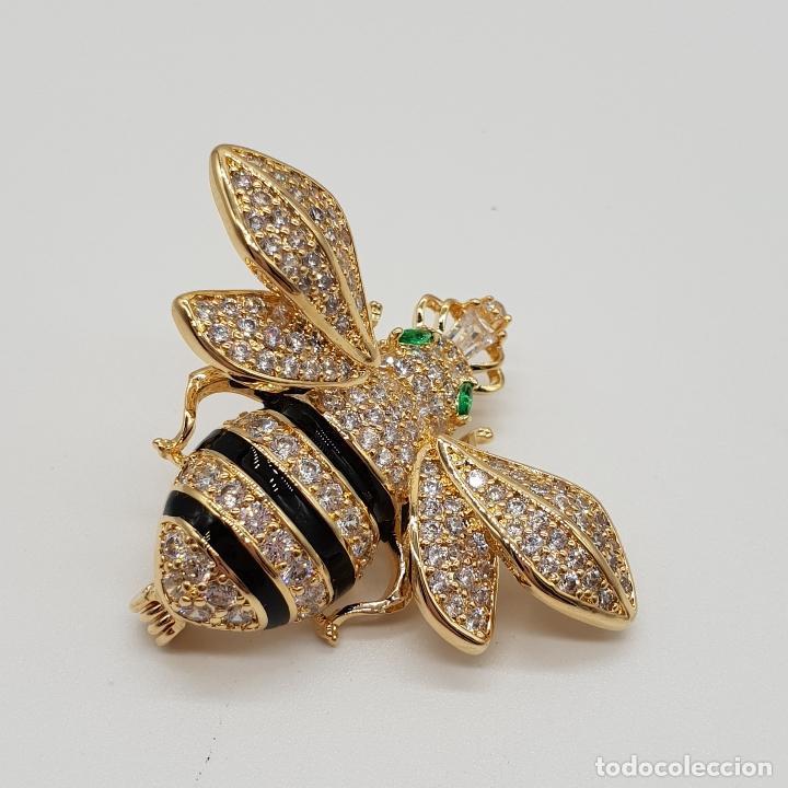 Joyeria: Magnífico broche de lujo con forma de abeja reina con acabado en oro de 18k y pave de circonitas . - Foto 2 - 182950707