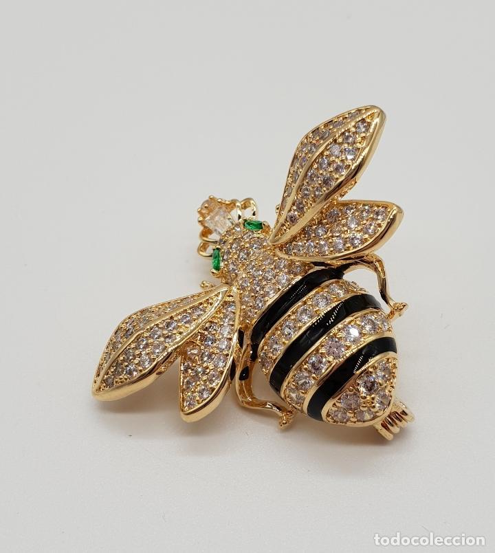 Joyeria: Magnífico broche de lujo con forma de abeja reina con acabado en oro de 18k y pave de circonitas . - Foto 3 - 182950707