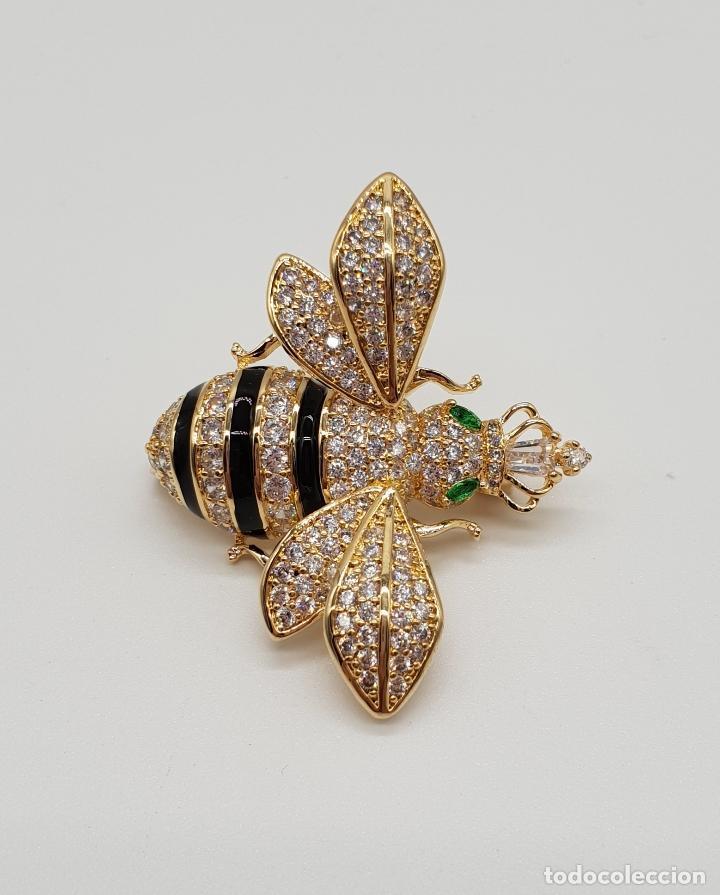 Joyeria: Magnífico broche de lujo con forma de abeja reina con acabado en oro de 18k y pave de circonitas . - Foto 4 - 182950707