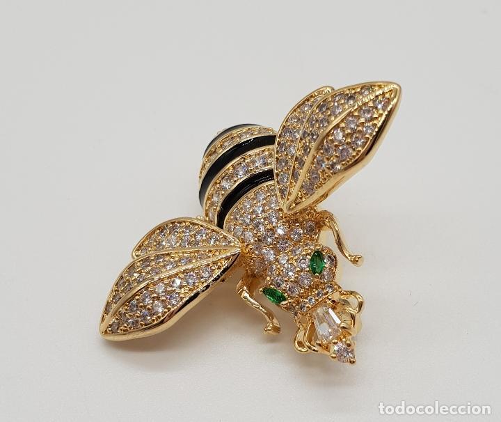 Joyeria: Magnífico broche de lujo con forma de abeja reina con acabado en oro de 18k y pave de circonitas . - Foto 5 - 182950707