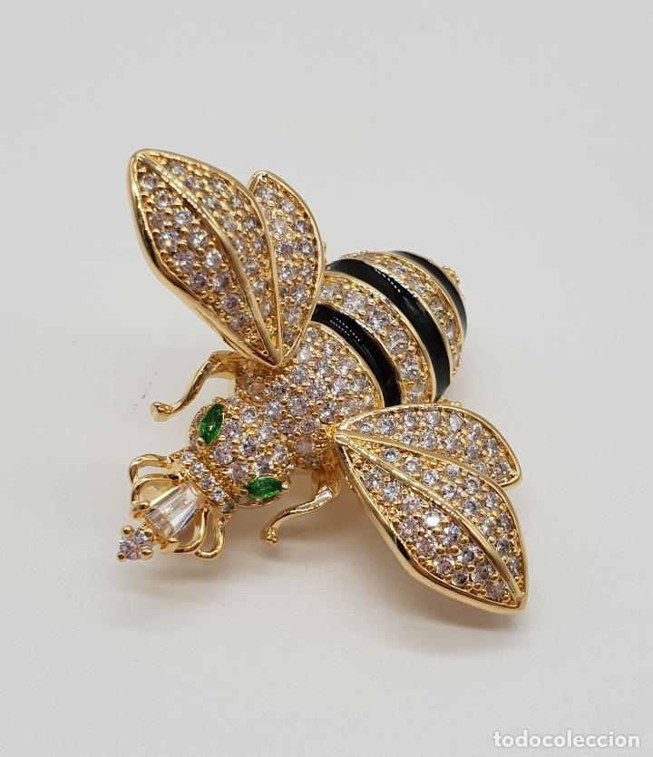 Joyeria: Magnífico broche de lujo con forma de abeja reina con acabado en oro de 18k y pave de circonitas . - Foto 6 - 182950707