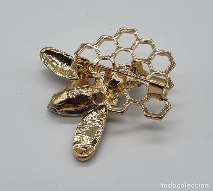 Joyeria: Precioso broche de abeja sobre panal con acabados en oro, esmaltes, perla y cristal austriaco . - Foto 6 - 184840611