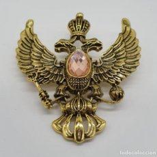 Joyeria: ELEGANTE BROCHE IMPERIAL CON AGUILA BICEFALA CORONADA CON CRISTAL AUSTRIACO FACETADO Y BAÑO DE ORO. Lote 186084288