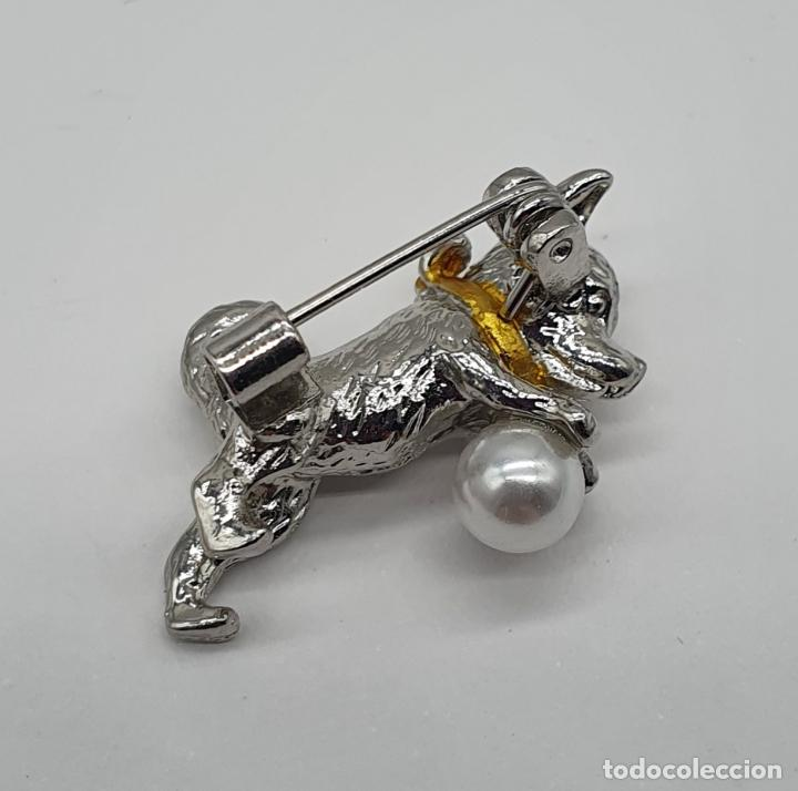 Joyeria: Bello broche de perrito con acabados en plata, oro y perla . - Foto 4 - 186169741