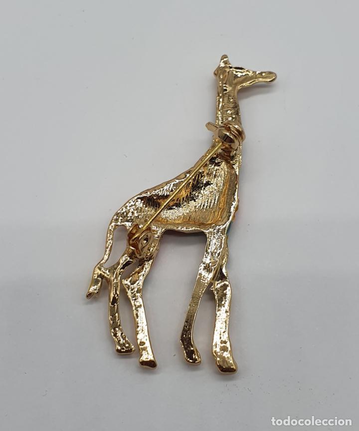 Joyeria: Elegante y moderno broche de jirafa con baño de oro de 18k y esmaltes diseño tipo Gaudí . - Foto 5 - 254578390