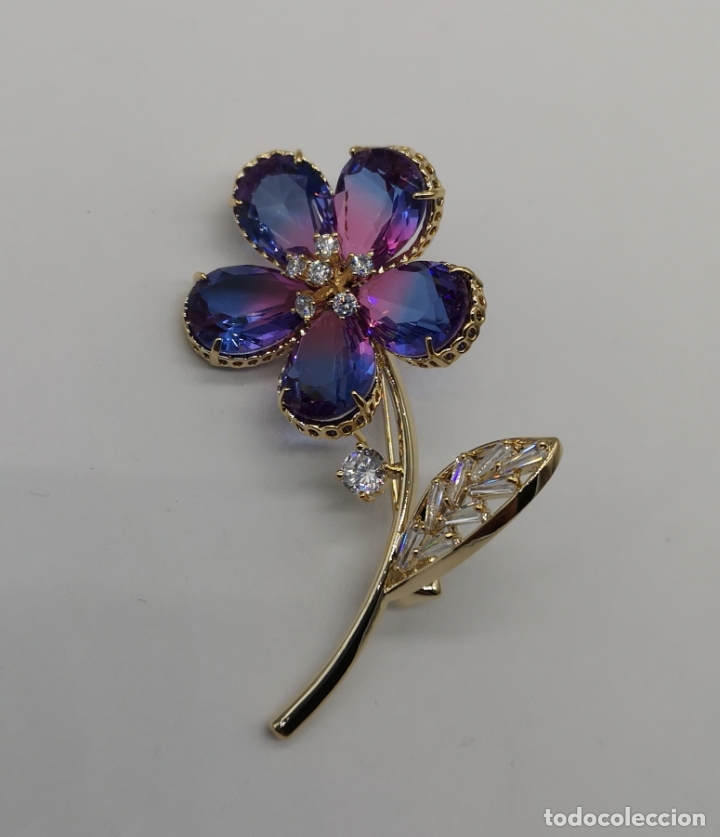 Joyeria: Magnífico broche flor de lujo chapado en oro de 18k, circonitas y cristal austriaco tono turmalina . - Foto 4 - 187595865