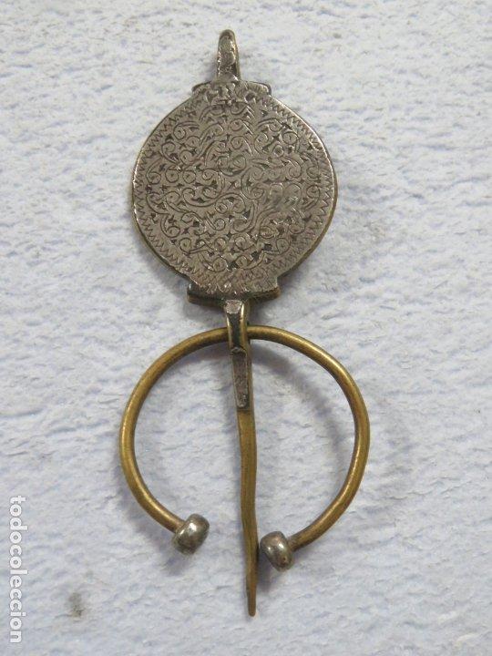 BONITA FIBULA BROCHE DE LA ETNIA BEREBER HECHO EN PLATA Y BRONCE, SIGLO XIX, 51 GRAMOS, 122 MM (Joyería - Broches Antiguos)