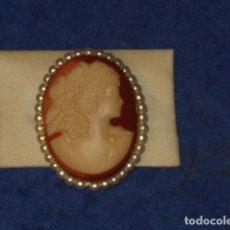 Joyeria: BROCHE CAMAFEO TALLADO EN CONCHA CON PERLAS.. Lote 188667696
