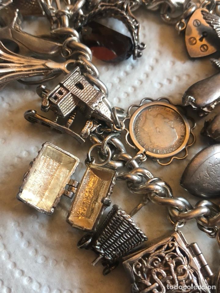 Joyeria: Magnifica pulsera inglesa llena de chambers o colgantes - Foto 5 - 189170192