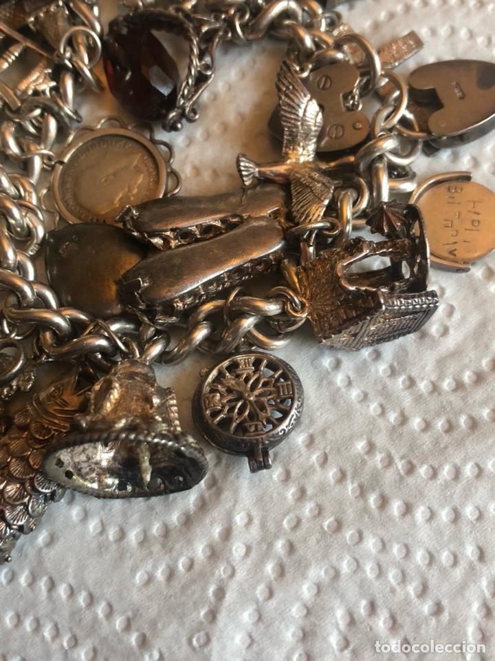 Joyeria: Magnifica pulsera inglesa llena de chambers o colgantes - Foto 11 - 189170192