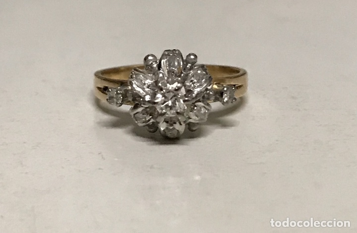 Joyeria: Rosetón de oro de 18 kts y platino. 3 brillantes y 6 diamantes - Foto 2 - 191101360