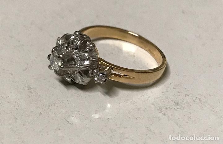 Joyeria: Rosetón de oro de 18 kts y platino. 3 brillantes y 6 diamantes - Foto 4 - 191101360