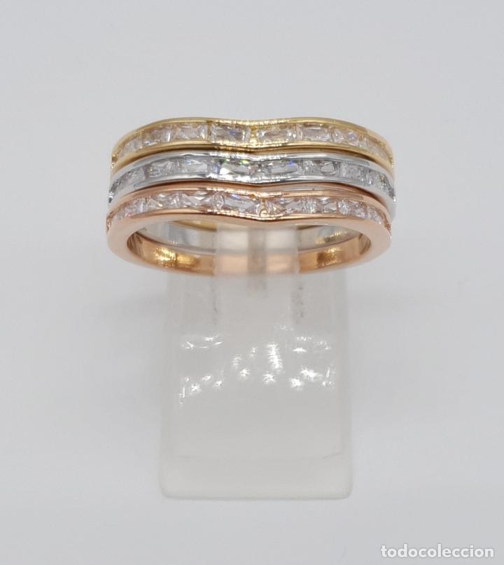 Joyeria: Elegante juego de tres anillos tipo alianza chapados en tres tipos de oro, circonitas talla baguette - Foto 2 - 246561340