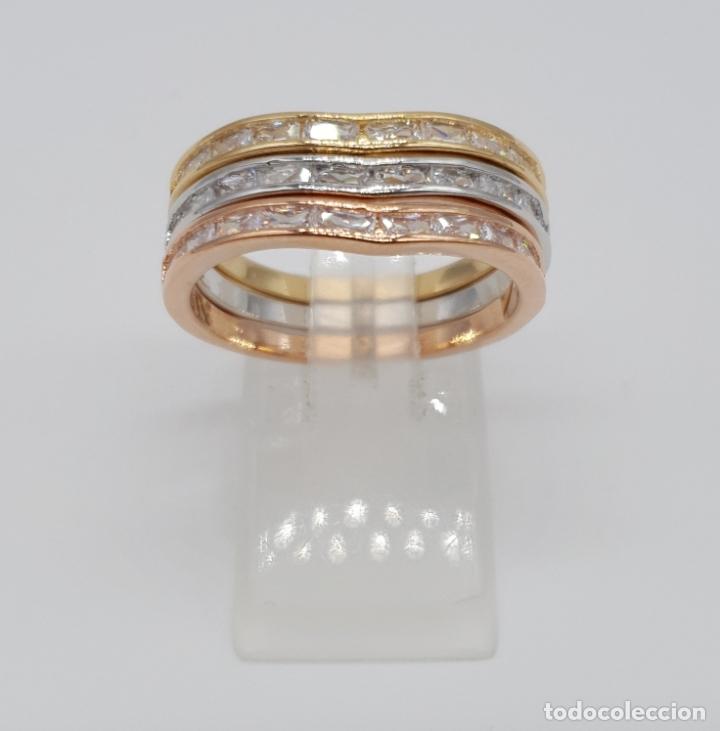 Joyeria: Elegante juego de tres anillos tipo alianza chapados en tres tipos de oro, circonitas talla baguette - Foto 4 - 246561340