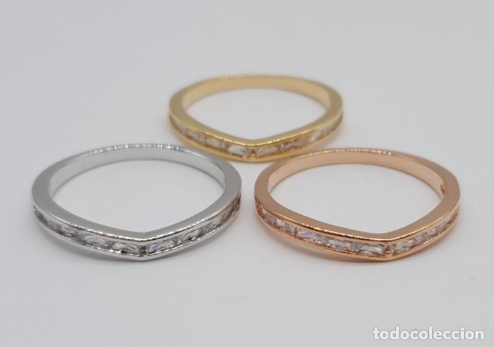 Joyeria: Elegante juego de tres anillos tipo alianza chapados en tres tipos de oro, circonitas talla baguette - Foto 6 - 246561340