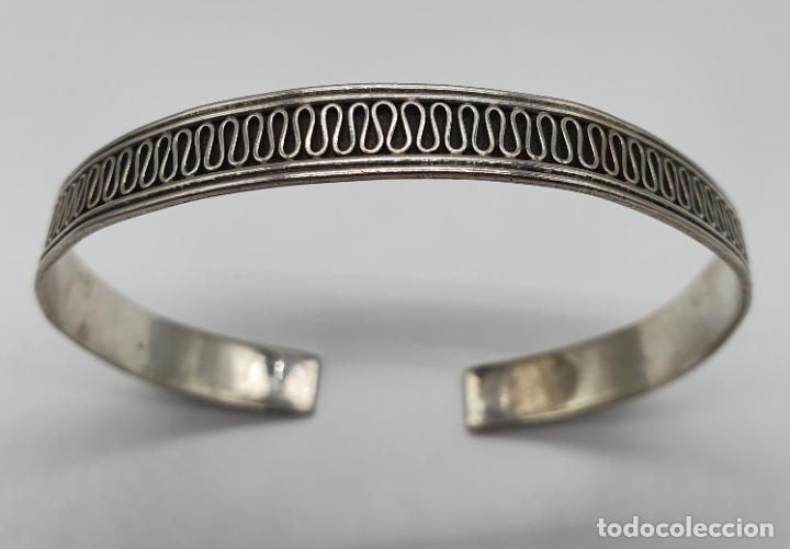 Joyeria: Brazalete vintage en plata de ley contrastada con bella cenefa ondulada . - Foto 2 - 191739263