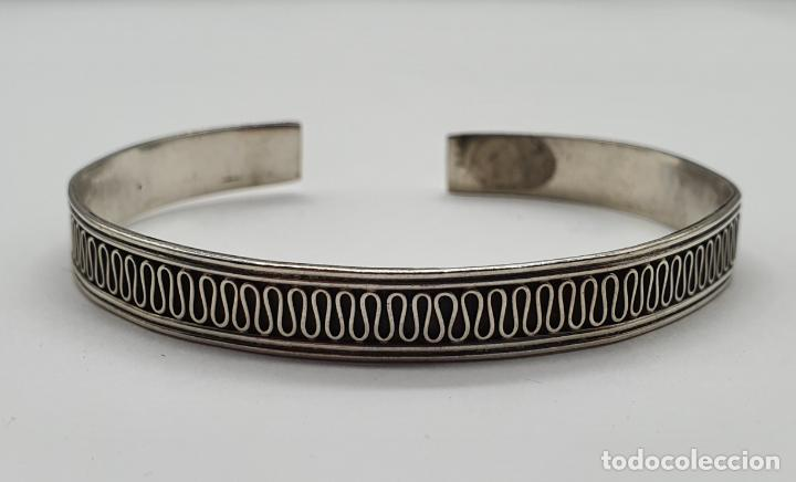 Joyeria: Brazalete vintage en plata de ley contrastada con bella cenefa ondulada . - Foto 4 - 191739263
