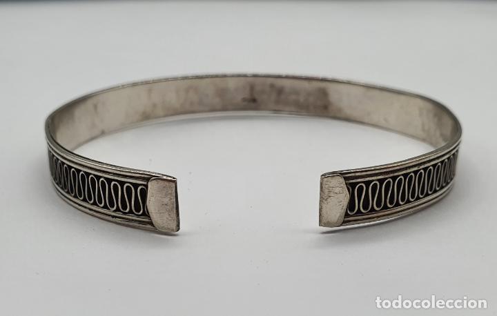 Joyeria: Brazalete vintage en plata de ley contrastada con bella cenefa ondulada . - Foto 5 - 191739263