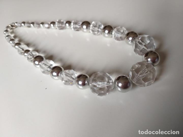 Joyeria: Antiguo collar de bolas. Plateado y trasparentes. Cierre metálico - Foto 2 - 194492490
