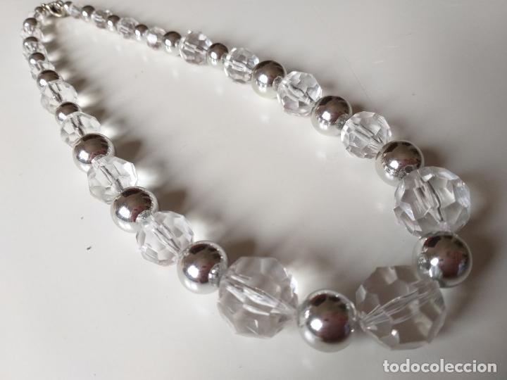 Joyeria: Antiguo collar de bolas. Plateado y trasparentes. Cierre metálico - Foto 3 - 194492490