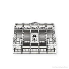 Joyeria: REAL MADRID PIN DE PLATA PRIMERA LEY 925 CON DISEÑO DEL ESTADIO SANTIAGO BERNABEU . Lote 194575297