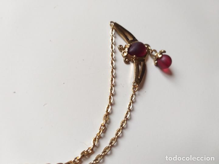 Joyeria: Cadena GARGANTILLA. Dorada y piedras rojas granate - Foto 3 - 194710915